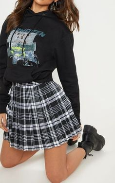 May 2020 - Black Woven Check Pleated Tennis Skirt image 6 Skirt Fashion, Fashion Outfits, Fashion Goth, Fashion 2020, Fashion Online, Vintage Fashion, Fashion Tips, Black Skirt Outfits, Black Skirts