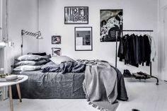 39 Trendy home dco black interior design Small Bedroom Interior, Bedroom Setup, Home Decor Bedroom, Modern Bedroom, Bedroom Wall, Bedroom Interiors, Bed Room, Casa Retro, Black Interior Design