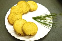 Incorporate the great outdoors into your cookies with the addition of pine needles. Weird Food, Pine Needles, Shortbread Cookies, Food Festival, Cookie Recipes, Sweet Tooth, Food Porn, Food And Drink, Yummy Food