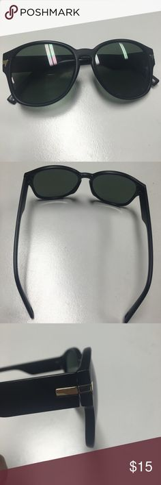 😎 Black Sunglasses Good condition, worn a couple of times. Any flaws have been photographed. Any questions please ask 😊😍 Accessories Sunglasses