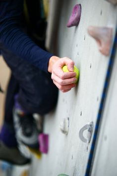Training to Become a Better Climber (e.g. Climbing with a tennis ball in one hand)