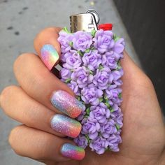 Girly flower lighter and nails Frensh Nails, Hair And Nails, Glitter Nails, Sparkly Nails, Easy Nails, Style Indie, Cool Lighters, Custom Lighters, Puff And Pass