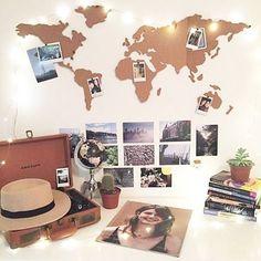 Um mural de cortiça em formato de mapa-mundi para os amantes de viagens.Gostou…