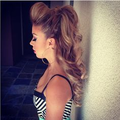perfect cheer hair just a little smaller bump.need to do for the quince this weekend. Ughhh how to do my hair. Love Hair, Gorgeous Hair, Pretty Hairstyles, Wedding Hairstyles, Cheer Hairstyles, Quince Hairstyles, Curly Hair Styles, Natural Hair Styles, Updo Curly