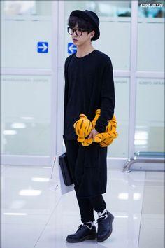 Bang Yong Guk: All Black Everything + Black Bowler Hat + Round Frame Glasses + Patterned Black and White Socks // Unisex Geek Chic!