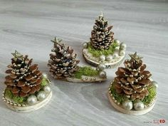 Christmas Crafts To Make, Christmas Ornament Crafts, Homemade Christmas, Rustic Christmas, Christmas Wreaths, Christmas Cards, Wooden Christmas Decorations, Christmas Centerpieces, Table Decorations