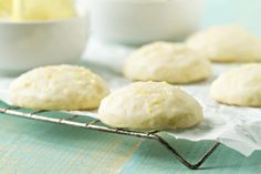 Lemon Ricotta Cookies: Little Bites of Sunshine. For when I have leftover Ricotta that I don't know what to do with. Lemon Desserts, Lemon Recipes, Köstliche Desserts, Baking Recipes, Cookie Recipes, Delicious Desserts, Dessert Recipes, Giada Recipes, Yummy Recipes