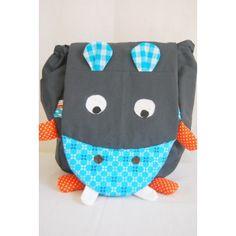 """Un sac à dos maternelle"""" hippo bleu"""" , les enfants vont l' adopter pour l'école , le sport, les virées... Un sac à dos maternelle ,pas comme les autres, qui fera fureur à l'école."""