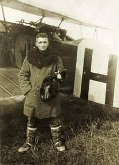 World War One German Aviator Oskar Hennrich Jasta 46 by San Diego Air & Space Museum Archives, via Flickr