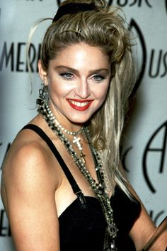 Madonna red lipstick makeup at the 1985 American Music Awards Eye Makeup eye makeup madonna Pelo Popular, Celebrity Eyebrows, Look 80s, Madona, Red Lipstick Makeup, Eye Makeup, Brow Shaping, Glamour, American Music Awards