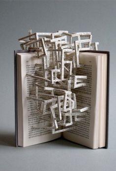 Sculptuur : een sculptuur is een ruimtelijk beeldhouwwerk dat vormgegeven is door materiaal te verwijderen
