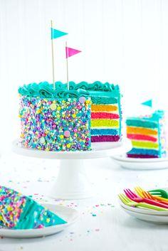 Arco iris y asperja el pastel de la Sweetapolita Bakebook