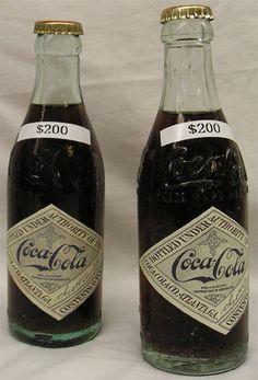 Coke bottles Coca Cola Cake, Pepsi Cola, Coca Cola Bottles, Pop Bottles, Antique Bottles, Vintage Bottles, Always Coca Cola, World Of Coca Cola, Vintage Coke