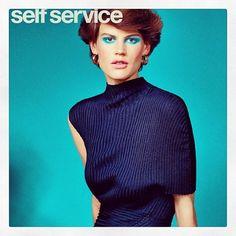 """Revista """"Self Service"""" lança edição com capas inspiradas nos anos 70"""