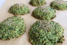 Jeg har længe tænkt på, at prøve at lave nogen broccoli boller. Denne opskrift er med inspiration fra Michelle Kristensen, som nok var den første jeg så, som lavede broccoli boller. De er super lækre og hamrende sunde. Jeg er vild med mad, som har farver. Jeg tæ.... Healthy Food, Healthy Recipes, Live Fit, Avocado Toast, Guacamole, Recipies, Low Carb, Herbs, Bread