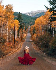 20 Creative Fall Photoshoot Ideas - Fall Photography Inspiration