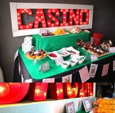 Casino party table vegas theme, las vegas party, vegas casino, casino p Casino Party Games, Casino Party Decorations, Casino Night Party, Casino Theme Parties, Party Centerpieces, Party Themes, Play Casino, 80s Party, Party Ideas