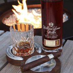 Aged Whiskey, Cigars And Whiskey, Scotch Whiskey, Whiskey Bottle, Cigar Ashtray, Cigar Bar, Photo Pour Instagram, Wheated Bourbon, Coffee With Alcohol