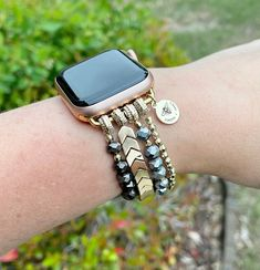 Apple Watch Leather Strap, Rose Gold Gifts, Beaded Watches, Apple Watch Faces, Pink Watch, Stretch Bracelets, Watch Bands, Smart Watch, Arm