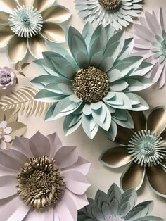 Giant paper flower backdrop, wall decoration or photography prop, created in my studio to order a Paper Flower Art, Flower Crafts, Giant Paper Flowers, Diy Flowers, Wall Flowers, Diy Paper, Paper Crafts, Tulle Crafts, Tissue Paper