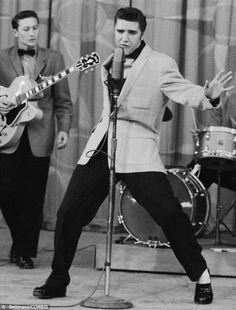 "June 1956 ▸ Elvis Presley performs ""Hound Dog"" on The Milton Berle Show. Apple Ii, Lps, Elvis Presley Hound Dog, Scotty Moore, El Rock And Roll, Milton Berle, Young Elvis, Elvis Presley Photos, Lisa Marie Presley"