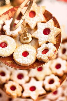 Nejlepší linecké Czech Recipes, Croatian Recipes, Sweet Desserts, Holiday Cookies, Food To Make, Gingerbread, Smoothies, Biscuits, Food And Drink
