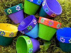 ideas for painting flower pots kids Purple Succulents, Hanging Succulents, Small Succulents, Succulent Pots, Painted Plant Pots, Painted Flower Pots, Flower Pot Crafts, Clay Pot Crafts, Small Flower Pots