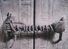 Lacre da câmara secreta que guardava o sarcófago de Tutancamôn.
