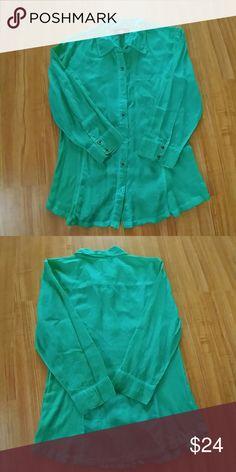 Beautiful emerald shirt NWOT never worn Style & Co Tops Button Down Shirts