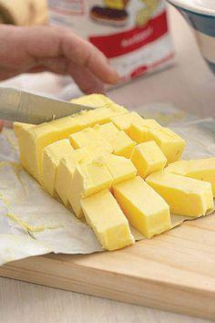 Maklike skilferkorsdeeg   SARIE   Easy puff pastry Bread Dough Recipe, Quiche Recipes, Pie Recipes, Puff Pastry Recipes, South African Recipes, Specialty Foods, Quick Snacks, No Bake Cake, Baking Recipes