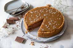 Suklaajuustokakku kinuskikuorrutteella Piece Of Cakes, Chocolate Cake, Sweet Tooth, Tart, Deserts, Good Food, Food And Drink, Cooking Recipes, Sweets