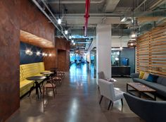 Office Tour: Condé Nast Entertainment Offices – New York City : Condé Nast Entertainment Offices - New York City - Office Snapshots Workplace Design, Corporate Design, Industrial Office Design, Modern Industrial, Modular Lounges, Plafond Design, Look Office, City Office, Interior Architecture