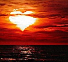 Even the Sun and the Sky Proclaim the LOVE of God! Heart In Nature, Heart Art, I Love Heart, Happy Heart, Heart Images, Sunset Beach, Beautiful Sunset, Belle Photo, Pretty Pictures