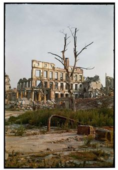 Shooting Film: Amazing Colour Photos of Warsaw after World War II, in August 1947 Poland Ww2, Germany Poland, Visit Poland, Beautiful Sites, City Buildings, Eastern Europe, Abandoned Places, World War Ii, Old Town