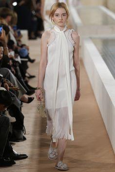 Balenciaga Spring 2016 Ready-to-Wear Fashion Show - Julia Garner #fashion #spring #readytowear