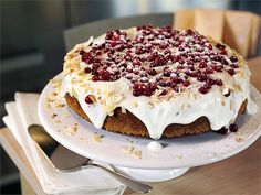 Puolukkakakku Just Eat It, Christmas Baking, Desserts, Food, Tailgate Desserts, Deserts, Essen, Postres, Meals
