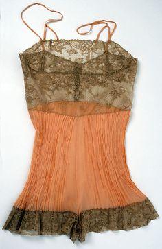 1920 Lingerie Vintage, Belle Lingerie, Pretty Lingerie, Beautiful Lingerie, Sexy Lingerie, Lingerie Models, Look Retro, Look Vintage, Vintage Glam