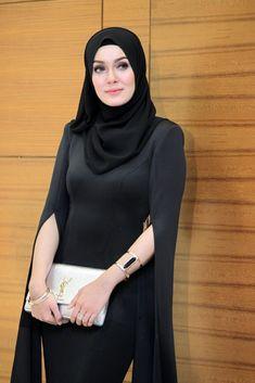 Uqasha Senrose jawab tuduhan jadi pelayan kelas atasan atau call girl