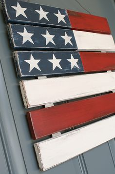 Outdoor 4th of July Decor • Great ideas and Tutorials! Including this wonderful wood flag wreath made from a wood pallet from 'a diamond in the stuff'.