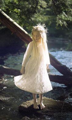 Little Elfling  https://fbcdn-sphotos-b-a.akamaihd.net/hphotos-ak-xtp1/t31.0-8/p480x480/10983175_950470514985543_5226218428388680140_o.jpg Throne Of Glass Series, Viola, Fairytale Cottage, Character Development, Character Inspiration, My Character, Faeries, Fairy Tales, Art Inspo