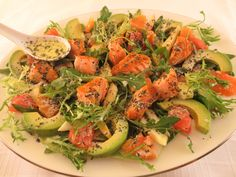 Crap la cuptor - cu lămâie şi usturoi | Epoch Times România Grapefruit, Cobb Salad, Crap, Avocado, Dressing, Salads, Lawyer