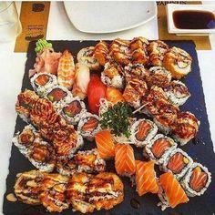 sushi, food, and yummy image Sushi Recipes, Baby Food Recipes, Asian Recipes, I Love Food, Good Food, Yummy Food, Sushi Comida, Sushi Food, Food Platters