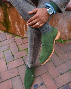 Elegance,Fashion-Green suede shoes 💥🍀 shoes Elegance Fashion Menfashion Menstyle Luxury Dapper Class Sartorial Style Lookcool Trendy Be Mens Shoes Boots, Suede Shoes, Men's Shoes, Shoe Boots, Dress Shoes, Dandy, Green Shoes Outfit, Oxfords, Der Gentleman