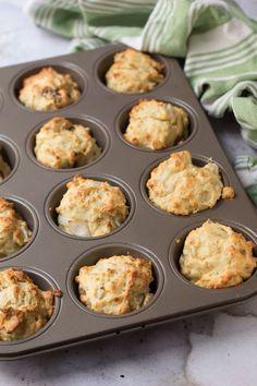 Quando si sarà formata una gustosa crosticina i vostri muffin salati al tonno sono pronti per essere sfornati. Antipasto, Amouse Bouche, Tapas, Fish Recipes, Healthy Recipes, Good Food, Yummy Food, Xmas Food, Romanian Food