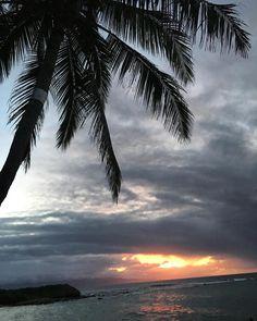 Sunset action!  Tavares bay a few days ago.  #PaiaMaui #TavaresBay