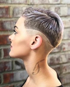 Best Short Pixie and Bob Hairstyles 2019 - Pixie and Bob Haircuts for Women - hair styles for short hair Brunette Bob Haircut, Fade Haircut, Pixie Haircut, Brunette Hair, Haircut Short, Bob Haircuts For Women, Haircuts For Long Hair, Pixie Hairstyles, Summer Hairstyles