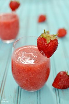 These Strawberry and White Wine Slushies are a summer must-have.