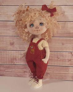 Вот мы и обулись Малышка. Рост 25 см. Платье и ботиночки снимаются. Волоски кудри овечки. Стоит и сидит самостоятельно. Продается. #куклы #кукла #авторскаяигрушка #ручнаяработа #авторскаякукла #игрушканазаказ #интерьернаякукла #подарок #идеяподарка #куклаизткани #doll #artdoll #instadoll #текстильнаякукла #инстаграмнедели #люблю #люблюсвоюработу #омск#slmaster