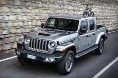 Das neue Modell markiert die Rückkehr der Marke in das Pickup-Segment und kommt zu den Feierlichkeiten des 80-jährigen Jubiläums von Jeep® zu den europäischen Händlern. Jeep Gladiator, City, Vehicles, Autos, Celebrations, Scale Model, Cities, Car, Vehicle