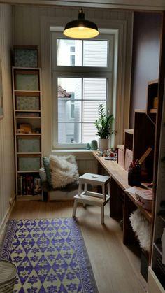 Kombinere skrivebord med plassbygd trapp til hems